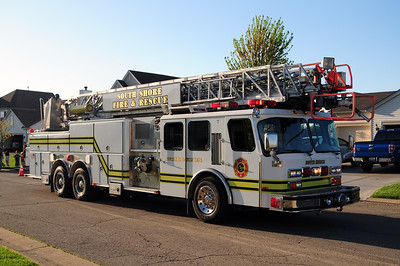 South Shore Quint 9 - 1992 Emergency One - 1500/250/110' - Former Mt. Pleasant Truck 151 - Photo Added 5/18/2015.