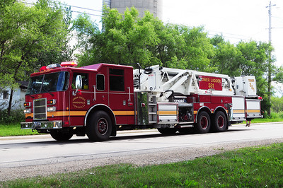 Tower 351 - 2004 Pierce/Dash - 2000/100' Midship Tower - (Owned Jointly by the Union Grove/Yorkville Fire Deaprtment & the Kansasville Fire Department) - Photo Added 6/7/2010