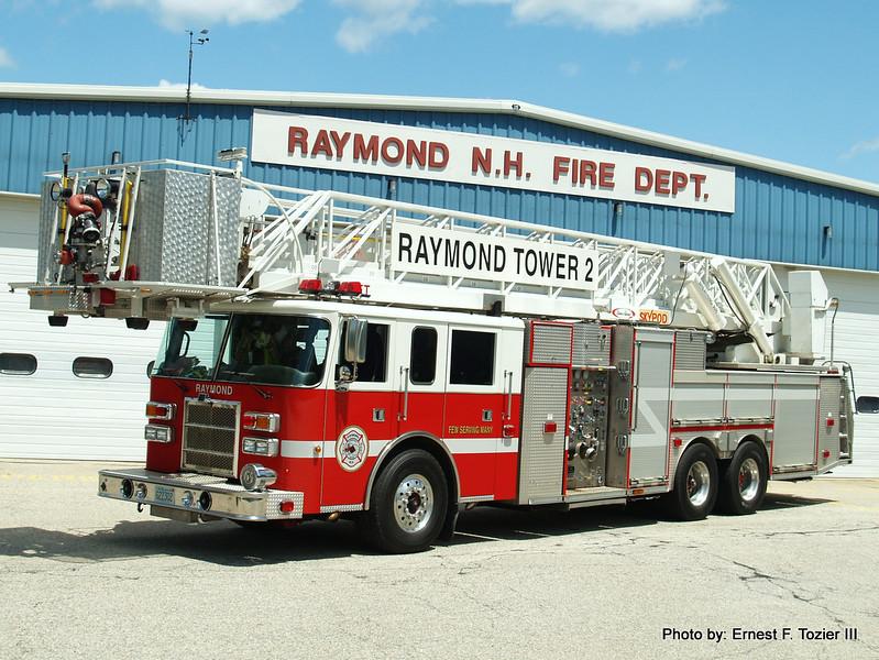 Tower 2 - 1998 Pierce Dash/Fort Garry 100' Sky Pod 1750/300
