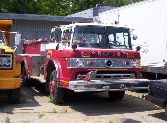 Gloucester Engine 4 - 1976 Ford/Pierce 1000/500 (Retired in 2005)