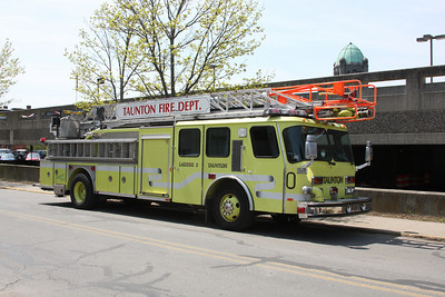Ladder 3 - 1998 E-One Hurricane 75' RM