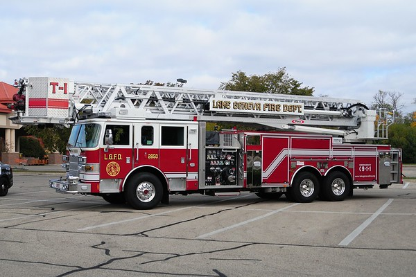 Tower 2850 - 2012 Pierce/Arrow XT - 2000 GPM/300Tank/100' Aerial Platform - Photograph added October 7th, 2012.