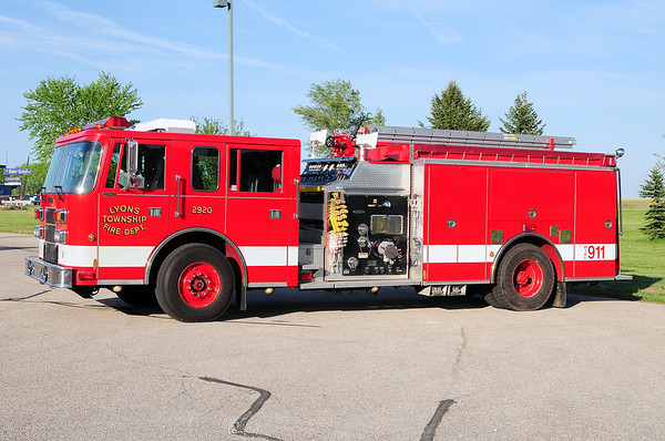 Engine 2920 - 1998 Pierce Saber - 1250GPM/Tank ? - Photograph added May 22nd, 2013