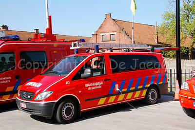 Mercedes Vito Fire engine of the voluntary Fire Brigade of Assenede, a city not too far from Ghent (Gent), Belgium. Shot with the Nikkor 18-200mm lens. No post processing.