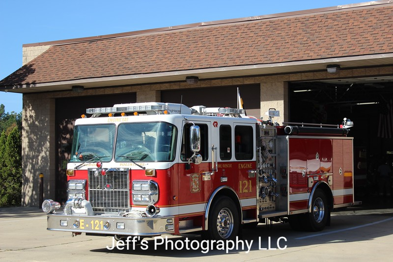 Waldorf, MD Volunteer Fire Department Pumper #E-121