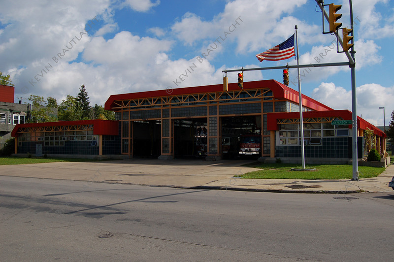 Buffalo, NY Engine 21, Ladder 6. Rescue 1 1229 Jefferson at Kingsley