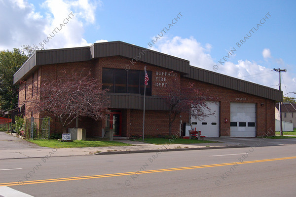 Buffalo, NY Engine 3, 3rd Battalion Chief (B43), HazMat 1 609 Broadway at Monroe