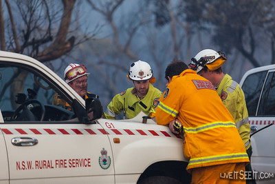NSW RFS and National Parks crews discussing strategy and tactics
