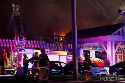 Aerial Pumper 86 Penrith at the Log Cabin Motel Fire