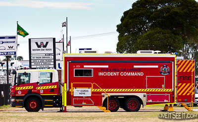 WA FRS Incident Command WA Fire & Rescue's ICV at a large industrial fire near Perth Airport in 2010