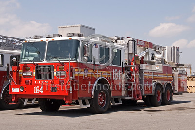 FDNY - Tower Ladder 164 - Fire Academy At Randall's Island - 2008 FDNY NJ Metro Fire Photographer's Bus Trip