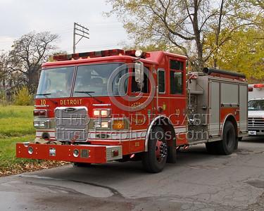 Detroit,MI - Engine Co.10 (2003 Pierce 1250gpm/500gal/30foam Shop#372) - Working Fire - 5782 Wabash St corner Antoinette St - One Occupant Rescued By FFs - CPR At Scene - 10-45-1
