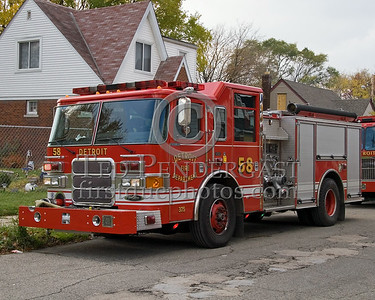 Detroit,MI - Engine Co.58 (2007 Pierce Enforcer 1250gpm/500gal Shop#375) - Working Fire - Young St near Chalmers St