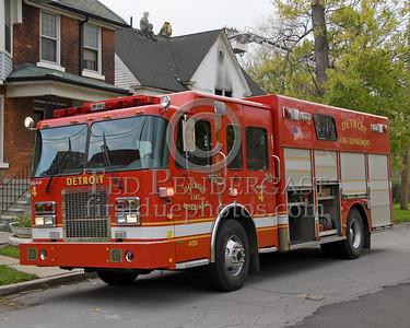 Detroit,MI - Squad Co.4 (2004 Spartan/SVI Shop#400) - Working Fire - 5782 Wabash St corner Antoinette St - One Occupant Rescued By FFs - CPR At Scene - 10-45-1
