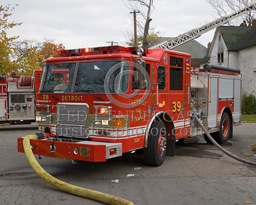 Detroit,MI - Engine Co.39 (2007 Pierce Enforcer 1250gpm/500gal Shop#524) - Working Fire - 5782 Wabash St corner Antoinette St - One Occupant Rescued By FFs - CPR At Scene - 10-45-1