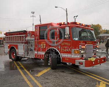 Detroit,MI - Engine Co.57 (2007 Pierce Enforcer 1250gpm/500gal Shop#531) - 2 Alarms - 19848 Joy Rd corner Plainview Av - 'Family Dollar Store'