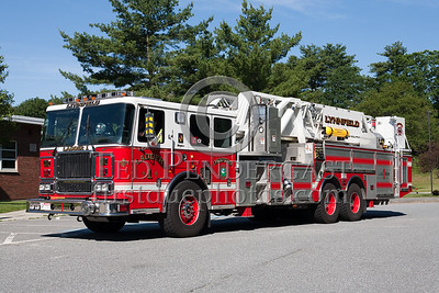 Lynnfield MA Ladder Co.1 - 2007 Seagrave 100' Mid-Mount Tower. Photo Taken At The 2009 Lynnfield MA SPAAMFA Muster