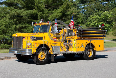 Former Milford MA Engine Co.3 - 1976 Maxim S-Model 1000gpm/500gal. Photo Taken At The 2009 Lynnfield MA SPAAMFA Muster