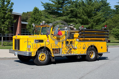 Former Milford MA Engine Co.4 - 1971 Maxim S-Model 1000gpm. Photo Taken At The 2009 Lynnfield MA SPAAMFA Muster