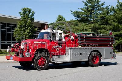 Middleton MA Engine Co.2 - 1975 International/Farrar 750gpm/750gal. Photo Taken At The 2009 Lynnfield MA SPAAMFA Muster