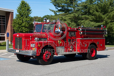Former Framingham MA Engine Co.1 - 1971 Maxim S-Model 1000gpm/500gal. Photo Taken At The 2009 Lynnfield MA SPAAMFA Muster