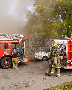 Detroit,MI - Working Fire - 5726 Hurlbut St - First Due Engine Co.46 stretching