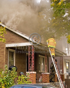 Detroit,MI - Working Fire - 5726 Hurlbut St - Ladder 19 heads to roof as Engine 46 waits for water at the front door