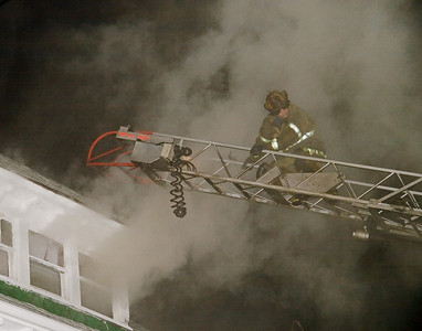 Detroit,MI - Working Fire 4750-4754 Seyburn St. - Arson fire in 1.5-sty woodframe occupied dwelling. 20:30hrs. -- Ladder 10 open up