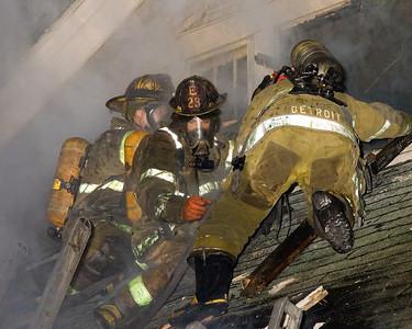 Detroit,MI - Working Fire - Adj 7572 Nuernberg St. Vacant Dwelling