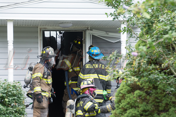 09/10/2014 09:45 hrs. Selden House Fire-Lambui