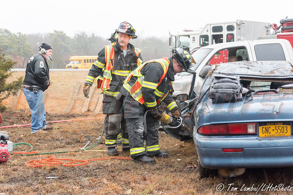 12/17/2014 07:40 hrs. Center Moriches FD OT MVA