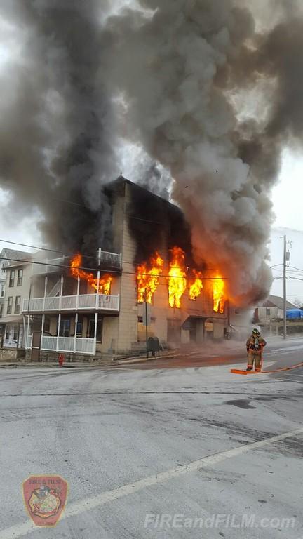 Carbon County - Lehighton Borough - Apartment Building Fire (3-Alarm +) - 01/09/2017