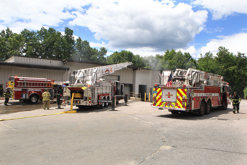 Sterling Ma - 2 -alarm fire in this commercial building- heavy fire was quickly knocked down - Mutual aid to the fire from Leominster - Clinton and Fitchburg -<br /> <br /> Photo Scott LaPrade