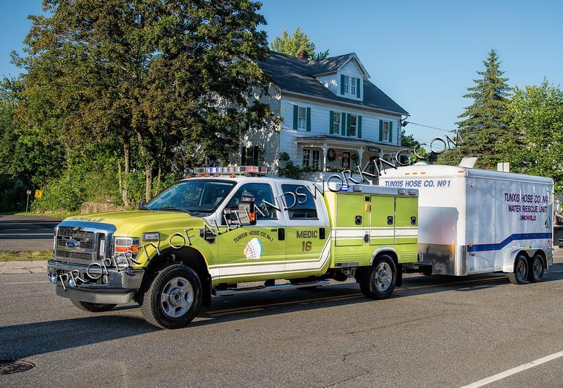 Farmington Unionville Medic 16 & water rescue unit