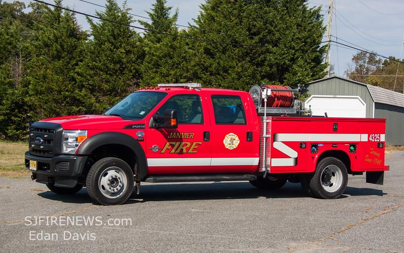 Janvier, Gloucester County NJ, Utility 43-25, 2015 Ford F450, 250-250, (C) Edan Davis, www sjfirenews (1)