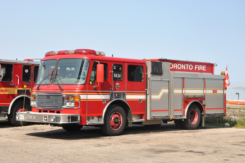 Toronto FD Rescue Eng. 434<br /> 1998 ALD Eagle/General Safety<br /> 1050/500