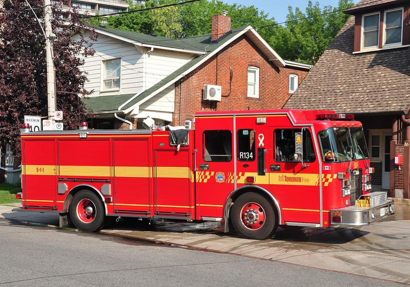 Toronto Rescue Pumper 134<br /> 2000 Spartan MetroStar/Almonte<br /> 1050/500