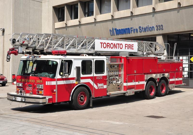 Toronto FD Spare Ladder 5212<br /> 1990 E-One Hurricane<br /> 1050/150<br /> 110'