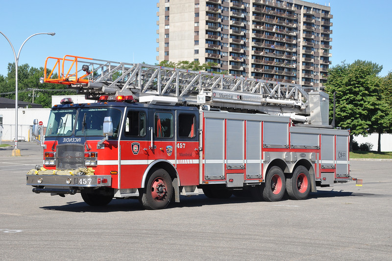 Montreal FD Ladder 457<br /> 2003 E-One Cyclone II<br /> 100'