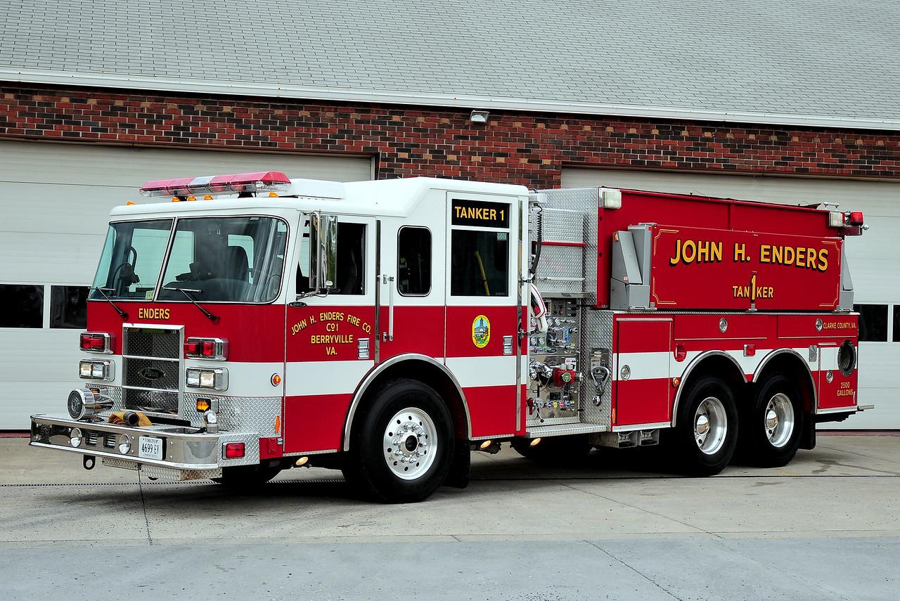 BERRYVILLE, VA TANKER 1   2002 PIERCE DASH 1250/ 2500