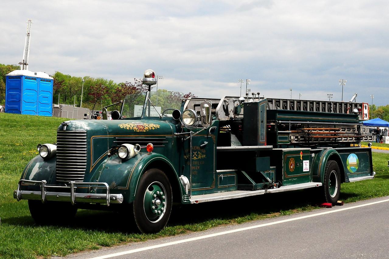 BRIDGEWATER LADDER 102 - 1940 PIRSCH MODEL 14 75ft