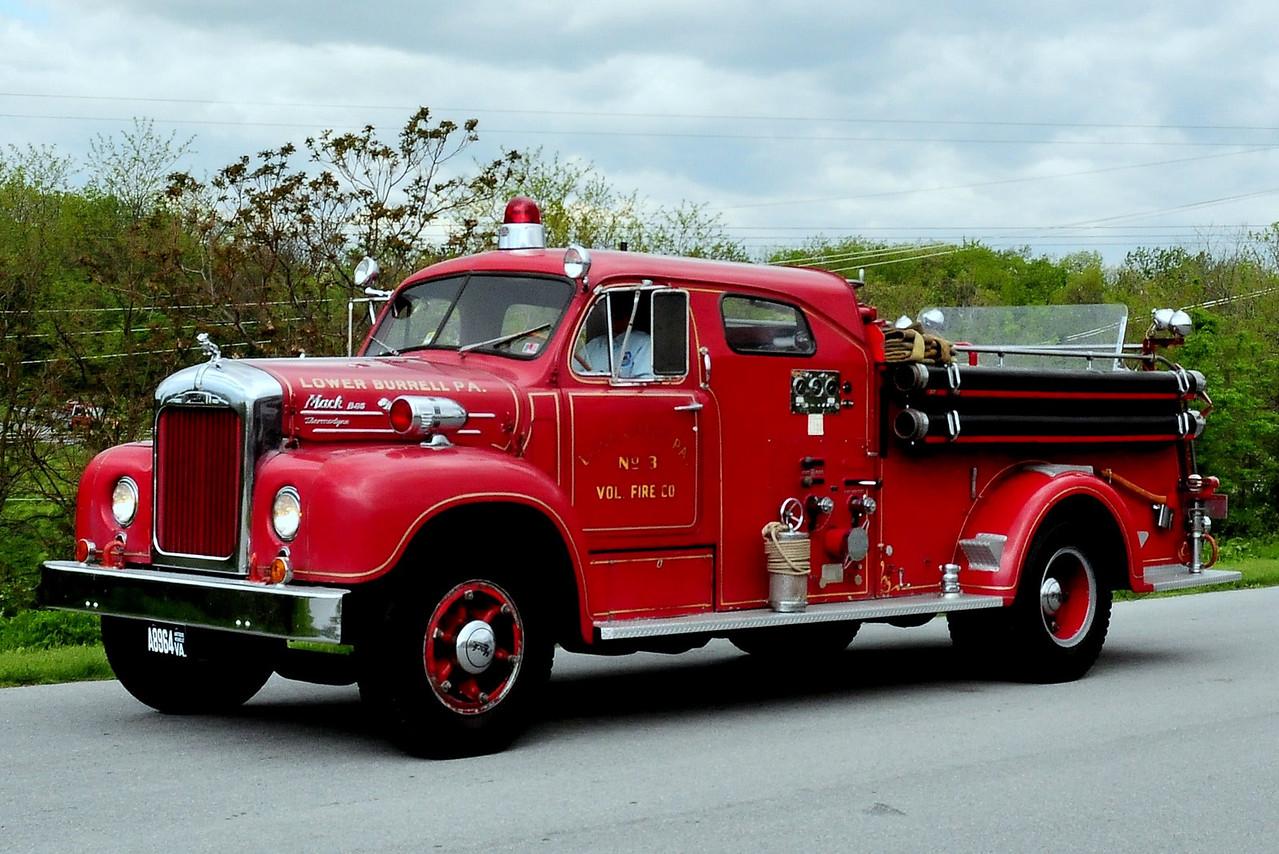 LOWER BURRELL, PA - 1954 MACK B MODEL