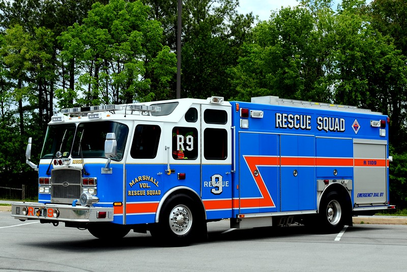 Marshall , VA  Rescue,  Squad  9   2001  Emergency-One  Refurbed  in  2004