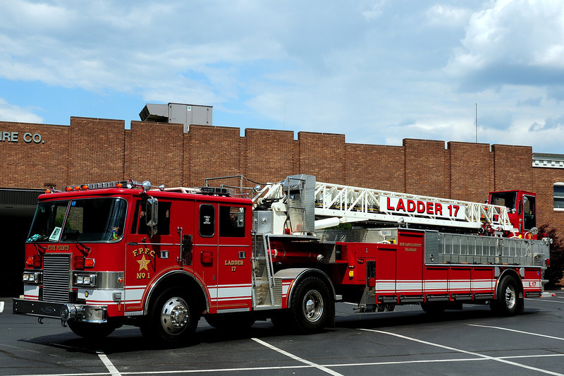 Five Points Fire Co   Ladder  17  1991  Pierce Lance / 2006  American La France  11 Ft