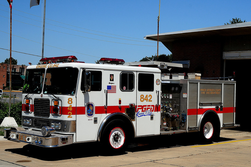 Oxen Hill   Engine  842  2001 Seagrave  1250/ 500