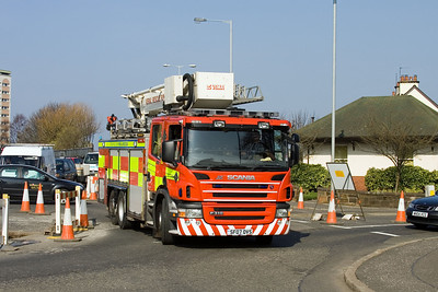 SF07OVS negotiates roadworks outside Ayr Fire Station
