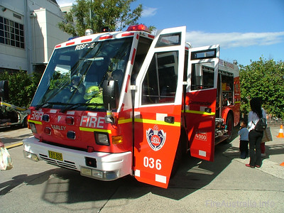 NSWFB SP36 Crows Nest  April 2006 Fuji