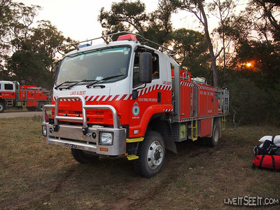 Howes Swamp Fire, along Putty Rd, north-west of Sydney - October 2013