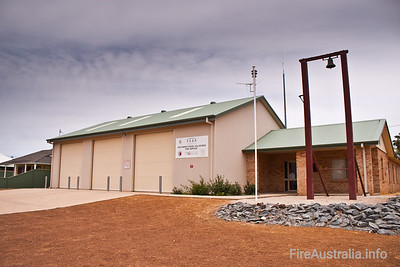 Southern Cross Fire Service Southern Cross have integrated Fire & Rescue and Bush Fire Service arms into a joint service. Located west of the Major Kalgoorlie hub, in WA.  Photo December 2010