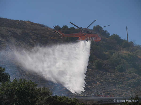 748 dropping water at Clarita IC
